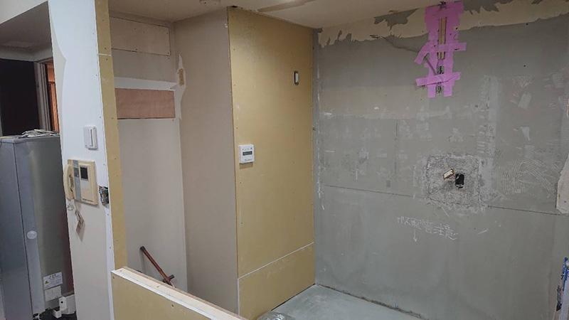 世田谷区 キッチンと洗面のリフォーム解体中